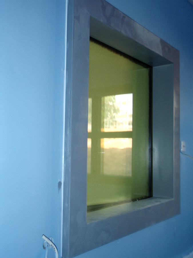 Παράθυρο ακτινοπροστασίας με μολυβδύαλο και μεταλλικό πλαίσιο ειδικού τύπου